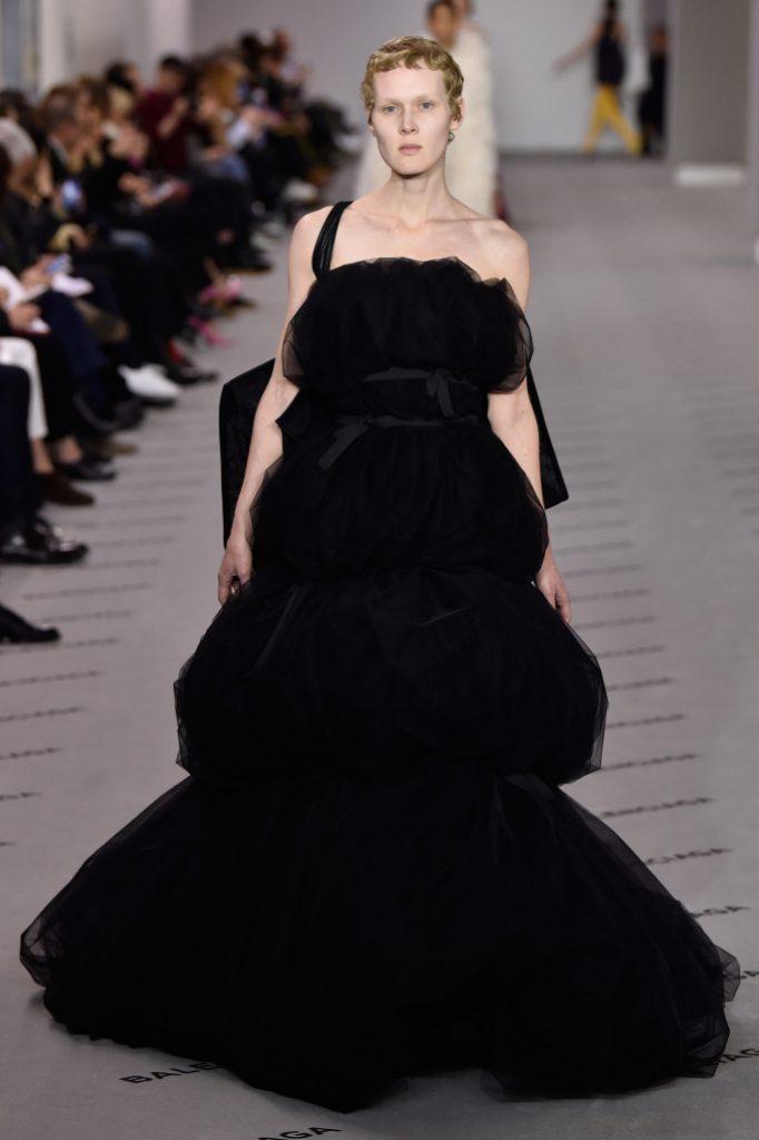 balenciaga rtw fall 2017 collection paris fashion week pfw fw17 045 682x1024 - El Balenciaga de Demna Gvasalia - Colección Otoño-Invierno