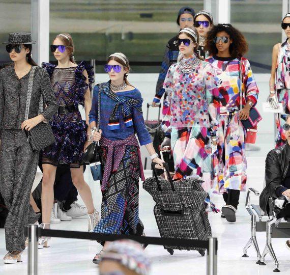 chanel 1 570x540 1 1 - Paris Fashion Week 2017