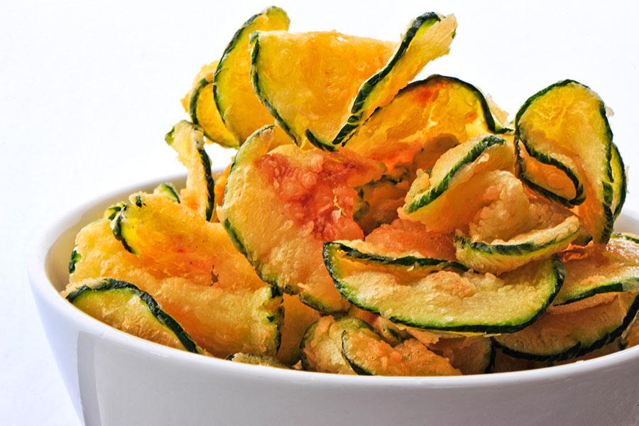 chips verduras 1 - Cómo calmar el hambre emocional